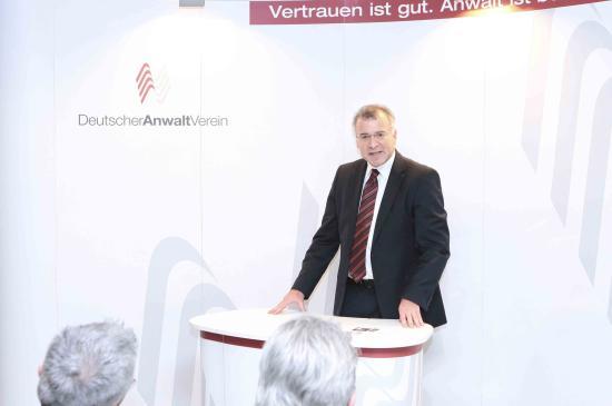Herr Klaus Bormann, Kanzler und ständiger Vertreter des deutschen Generalkonsuls in Thessaloniki
