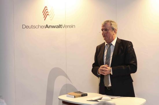 Prof. I. Hauffe, Gastredner, Rechtsanwalt und Vizepräsident des RAK Stuttgart